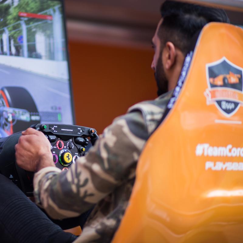 Ultimate Racing Games Area en Autocar Theater tijdens 100%