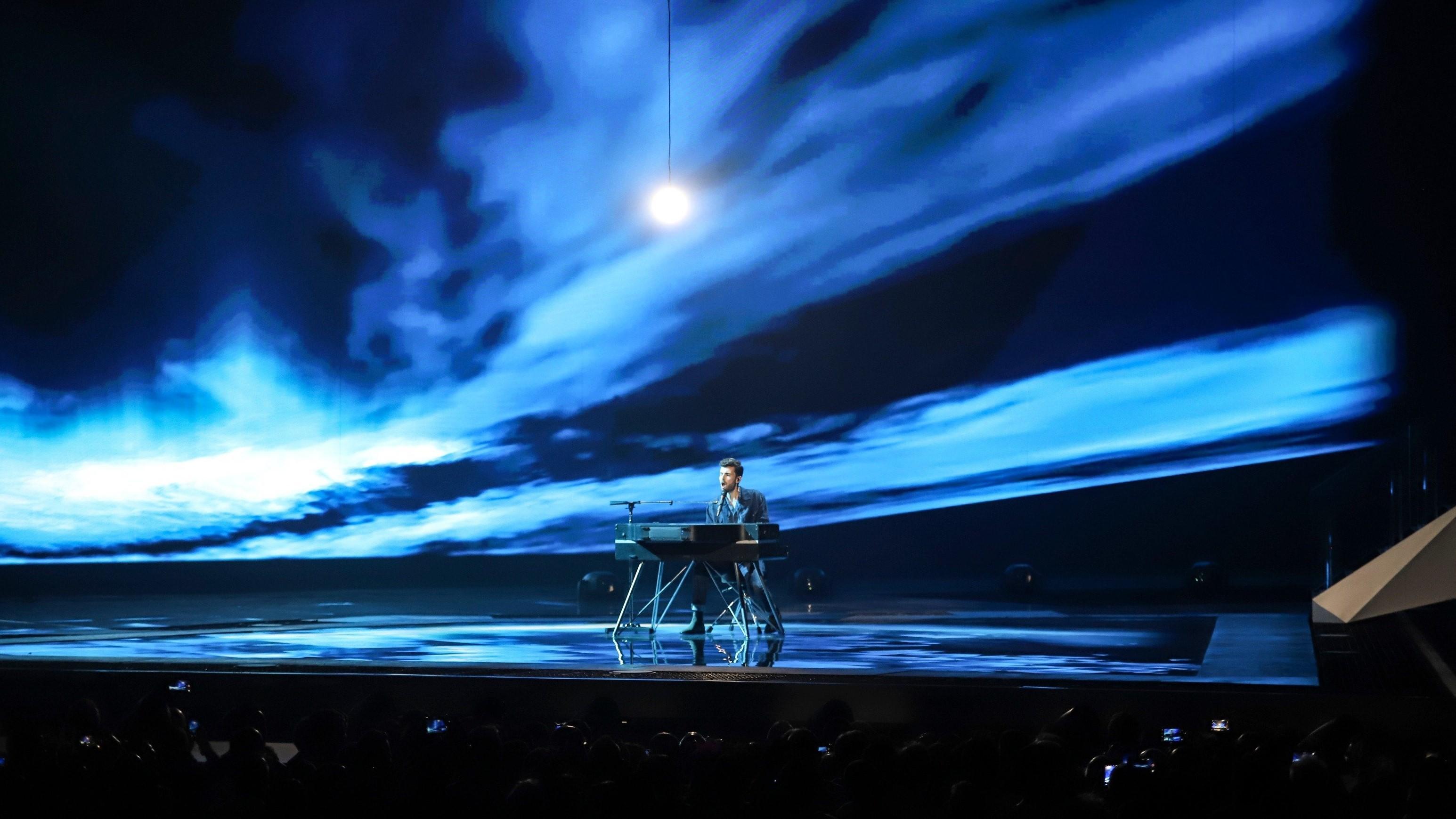 Winnaarsmedley tijdens finale Eurovisie Songfestival