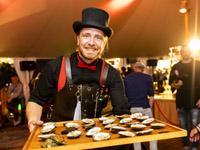 Oesterman Barend Havenaar legt uit hoe je een oester steekt